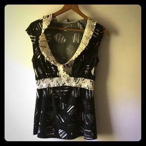 BCBGMaxazaria XS black and white sleeveless blouse